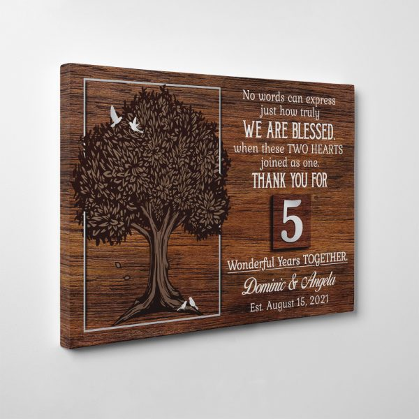 Best gift to celebrate wood wedding together